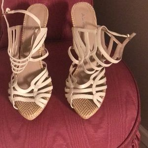 Also platform shoe